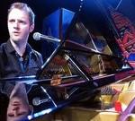Gerben Kruisselbrink aan de piano