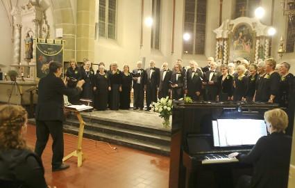 Opera Gelderland-Oost tijdens een concert in Oud-Zevenaar