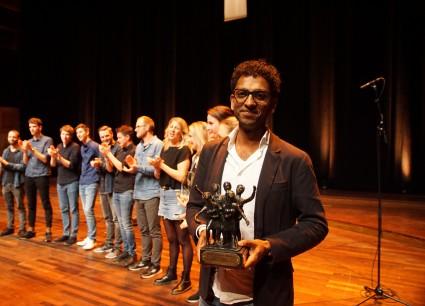 Een trotse Rohan Poldervaart met zijn koor The BasZment (Foto: Michael Gornig)