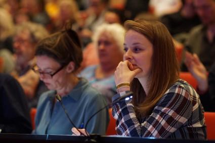 Merel Martens komt erachter dat jureren misschien nog moeilijker is dan dirigeren... (Foto: Michael Gornig)