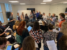 Gastdocent Jesper Holm in actie tijdens het Vocal Leadership-weekend, november 2019
